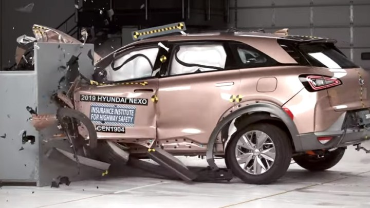 IIHS tests Hyundai NEXO safety, gives vehicle its Top Safety Pick+ honor