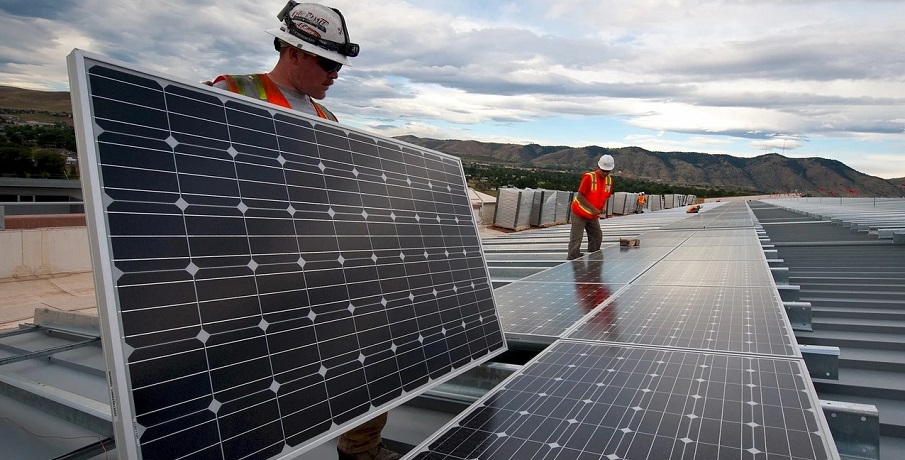 Renewable energy jobs placed in spotlight as oil sector nosedives