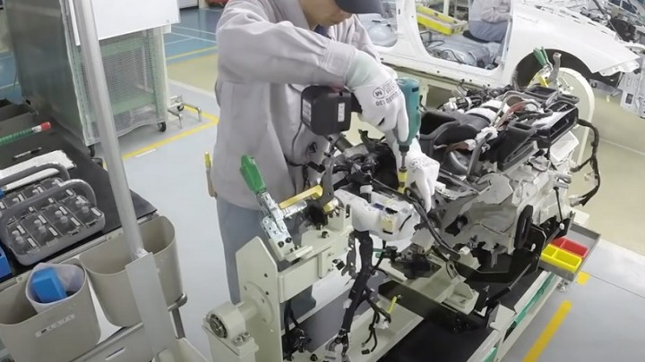 Hydrogen fuel cell vehicle parts manufacturing intensifies at Toyota Motor