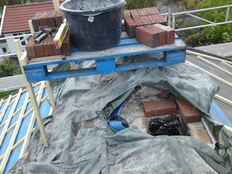 Start på muring av pipe i teglsten
