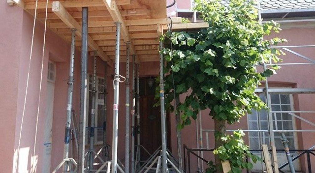 Dekkeforskaling av balkong 2.etg