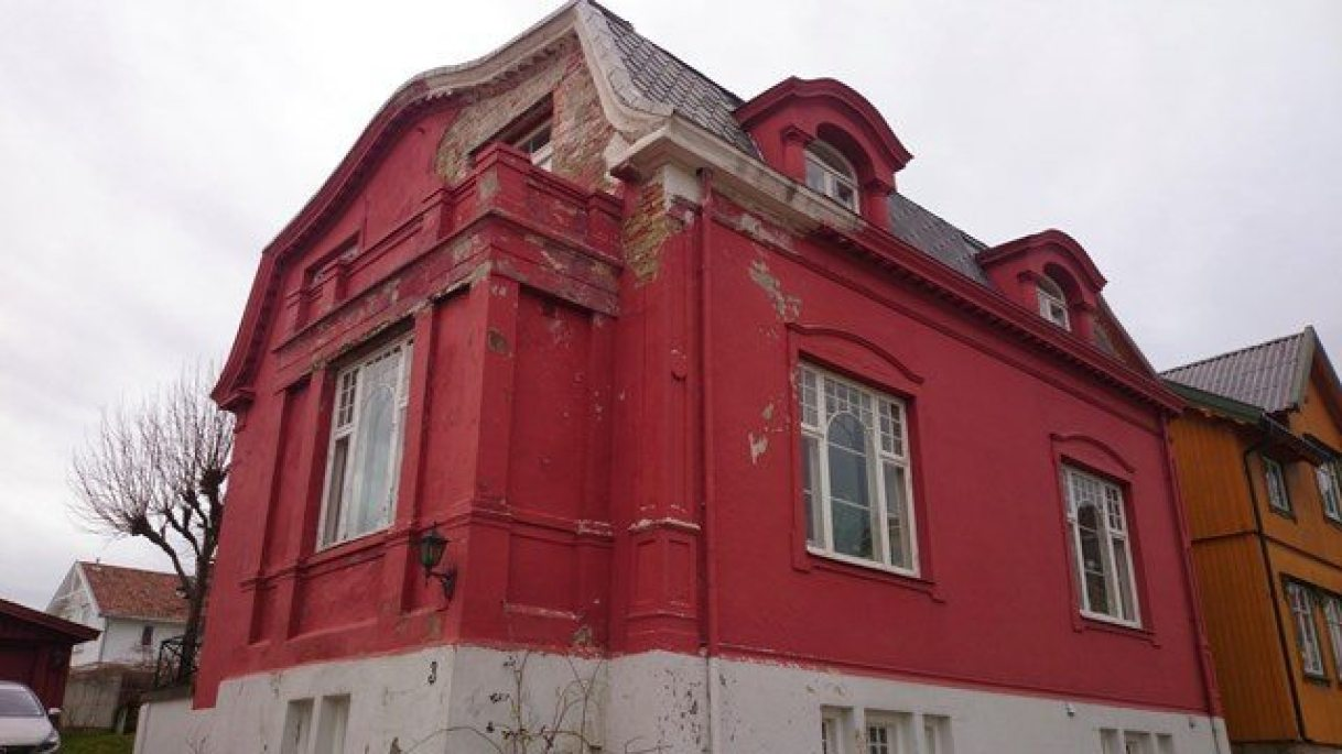 Karnapp/fasade mot vei