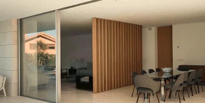 Baie vitrée minimaliste