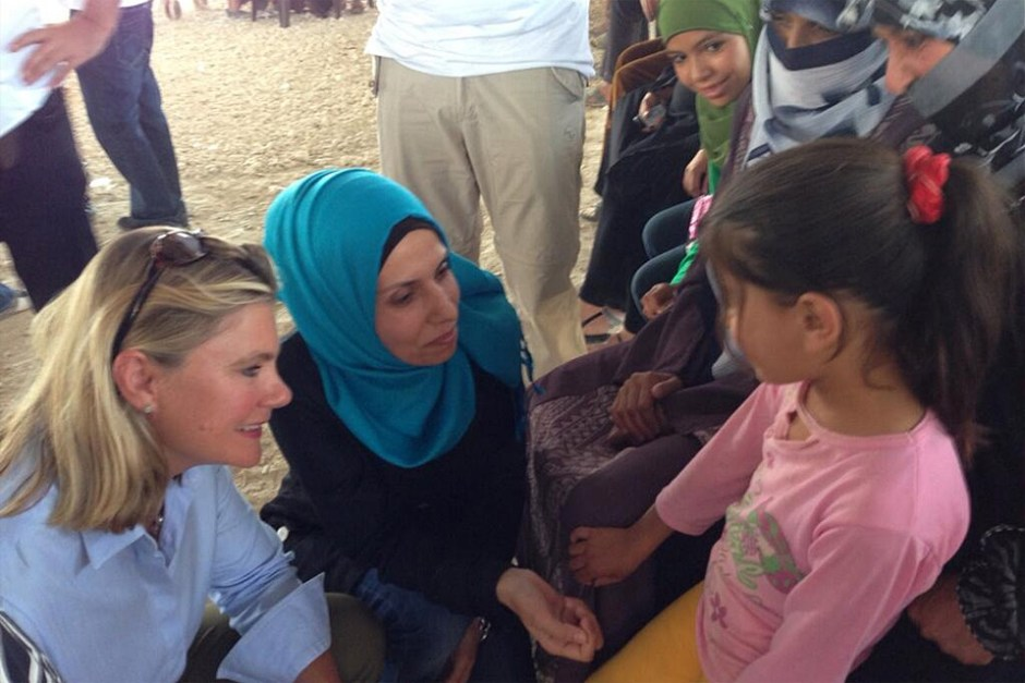 Justine_Greening_talking_with_Syrian_children_at_a_UK-funded_clinic_in_the_Zaatari_refugee_camp,_Jordan_(9712014008)