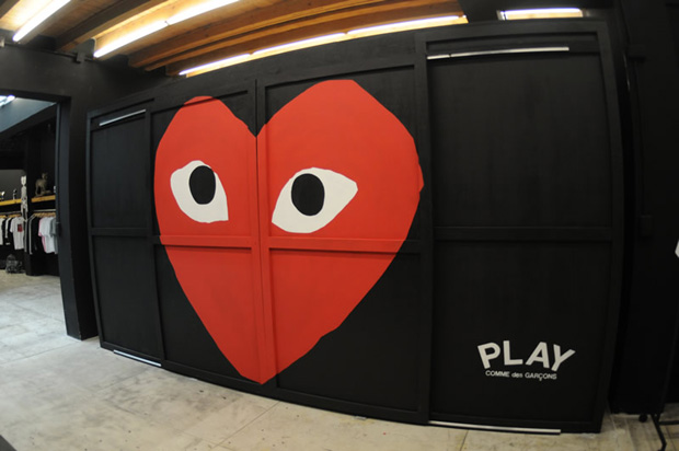 play comme des garcons headquarter mexico 2 PLAY COMME des GARCONS Installation @ Headquarter Mexico