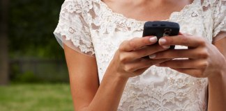 Cheating Fiances Texts At The Altar