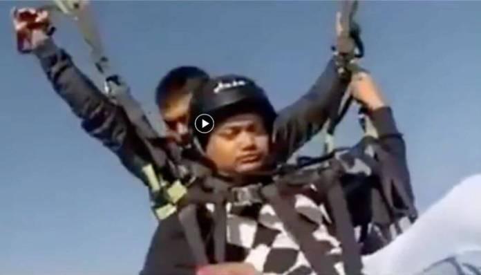 Paraglider Snaps Mid