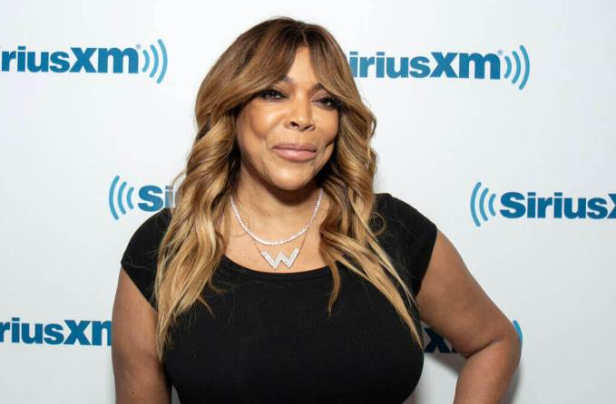 Crazy Wendy Williams Wears 2K Fanny Pack On Amtrak!