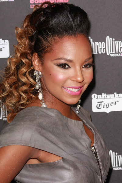 Ashanti Shows Off New Cropped Cut on Set of I Got It Video