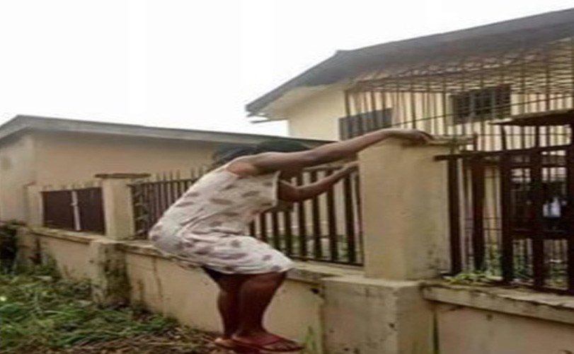 Mother climbs school fence in Anambra to get her kid over monkeypox rumours