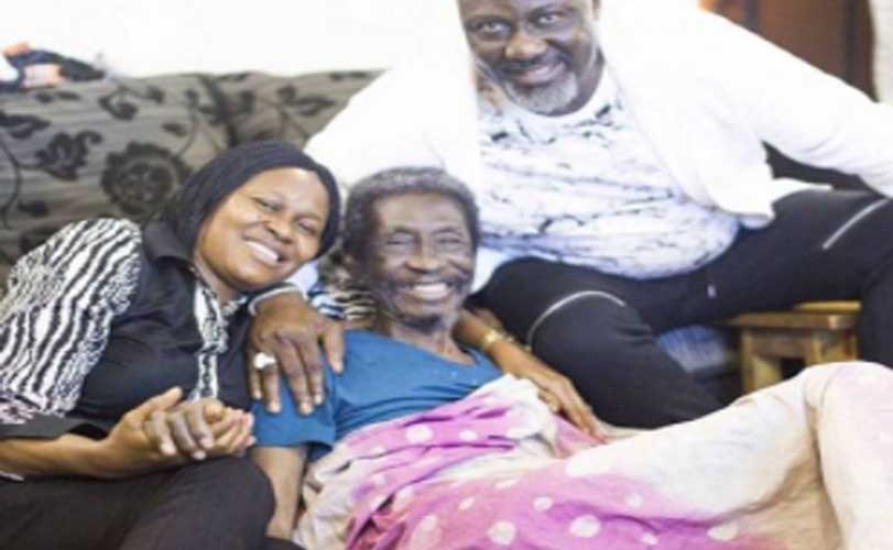 Dino Melaye visits ailing veteran actor/broadcaster, Sadiq Daba, gives him N1m