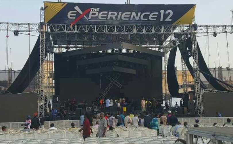 Photo: Man proposes to his girlfriend at The Experience gospel concert held at Tafawa Balewa Stadium