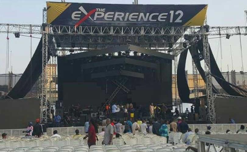 Photo: Man proposes to his girlfriend at The Experience gospel concert held at Tafawa Balewa Stadium