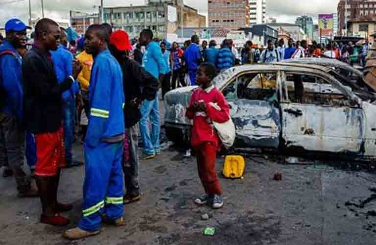 Zimbabwean police shoots two people dead during clash with minibus drivers