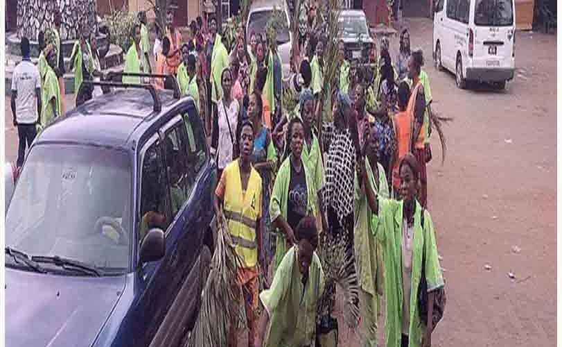 Edo street sweepers protest unpaid allowances