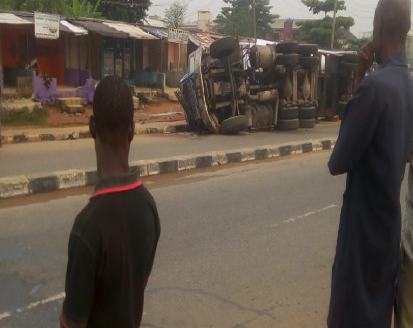 Residents Escape Death As Tanker Rolls Over On Ikotun-Igando Road (Photo)
