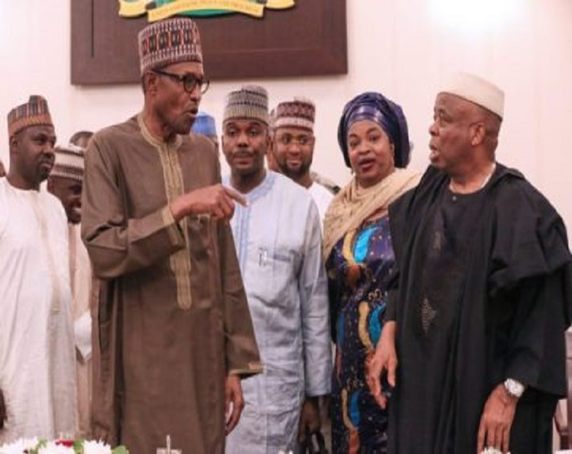 Buhari Eats Dinner With APC Campaigners (Photos)