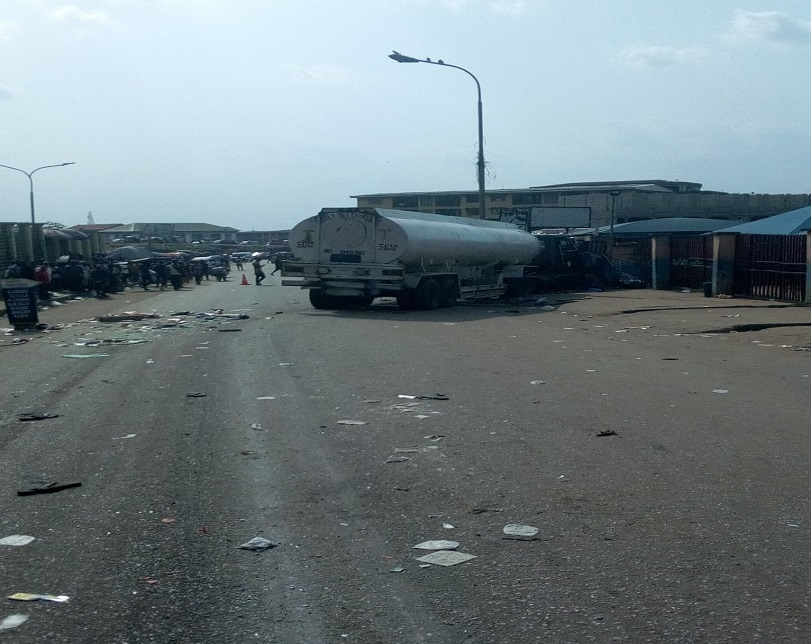 Commotion As Tanker Loses Control In Anambra, Reportedly Kills Many People (Photos)