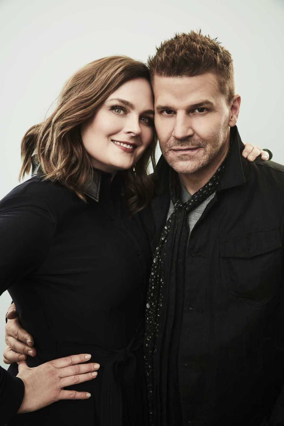 Emily Deschanel e David Boreanaz nel poster di Bones ai Winter TCA 2017 della Fox