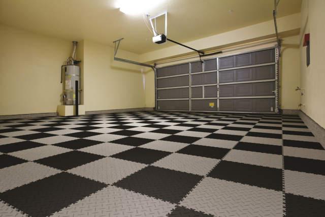 Pavimenti per Garage e Box Auto il Segreto  il PVC