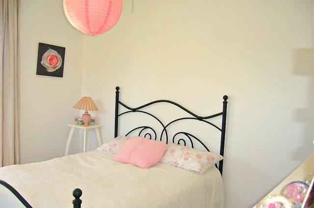 Le lampade da parete per camerette bambini si distinguono per forme e dimensioni, oltre che per i materiali e le colorazioni. La Cameretta Per Ragazze Arredare Al Femminile