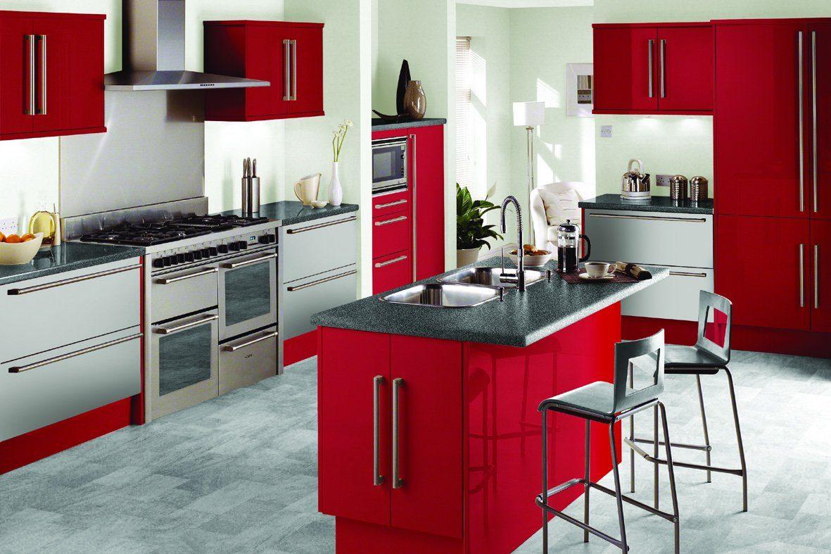 Cocina roja con isla central  Imgenes y fotos