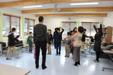 ALTの先生を招いて英語の学習支援