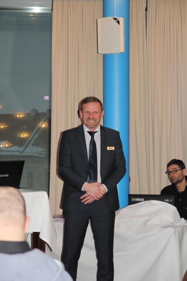 Geschäftsführer Manfred Schiefer begrüßte bei der Feierlichkeit seine Ehrengäste.