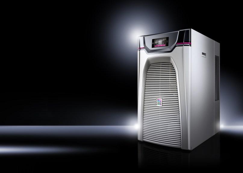 Um eine hohe Temperaturgenauigkeit zu erzielen und dabei die Anforderungen nach hoher Energieeffizienz zu erfüllen, bringt Rittal mit der neuen Serie Blue e+ eine Chiller-Generation auf den Markt, die einen enormen Sprung bei der Energieeffizienz ermöglicht. (Bild: Rittal GmbH)