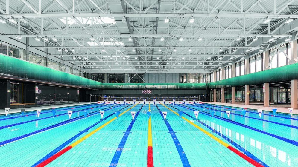 Beim Trainingsbecken kommen 200 »Craft« LED-Hallenleuchten von Zumtobel zum Einsatz.
