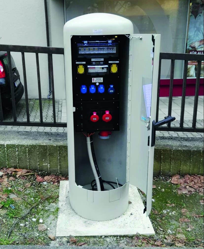 Rondo 500 – der Energiepoller im Einsatz (geöffnet). (Bild: GIFAS ELECTRIC Gesellschaft m.b.H)