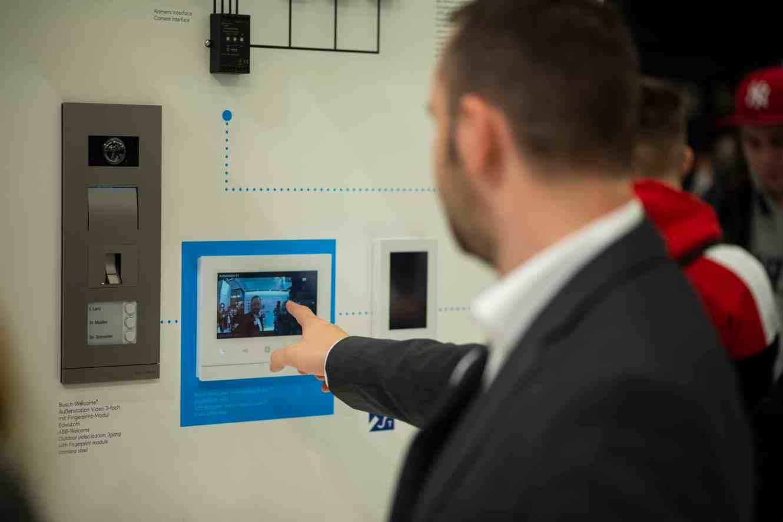 Busch-Welcome bietet für jede Art von Gebäuden die optimale Türkommunikation, ohne großen Installationsaufwand. (Foto: Marc Schwarz)