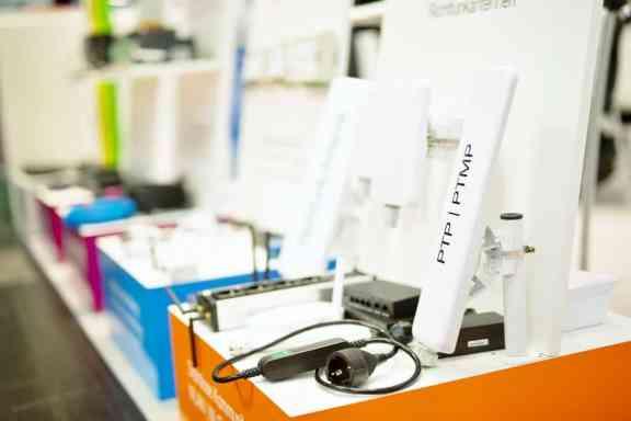 Jedem Thema seine Farbe: Neu im orangen Messesortiment waren WLAN-Produkte zu finden. (Foto: BellEquip)