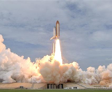 153212main_ksc_070811_sts135_launch_3a.jpg