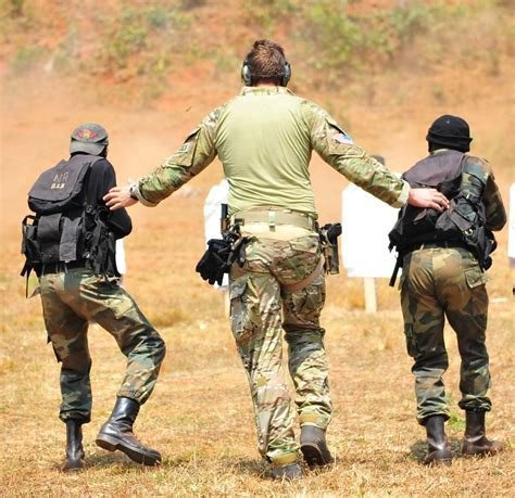 US Special Forces conduct weapons training in Africa (US DOD)