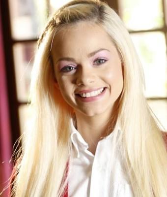 Headshot of Elsa Jean