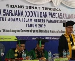 """Rektor IAIN Padangsidimpuan """"Wisuda Bukan Akhir Suatu Perjuangan"""""""