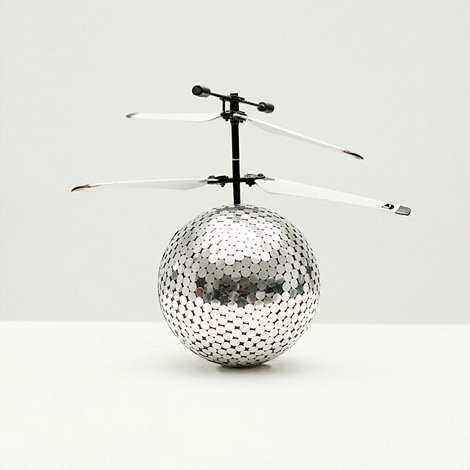 Flying mirrorball