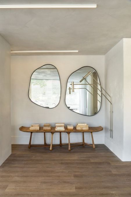 Table and mirrors