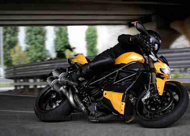 Ducati 848 Streetfighter EVO 06
