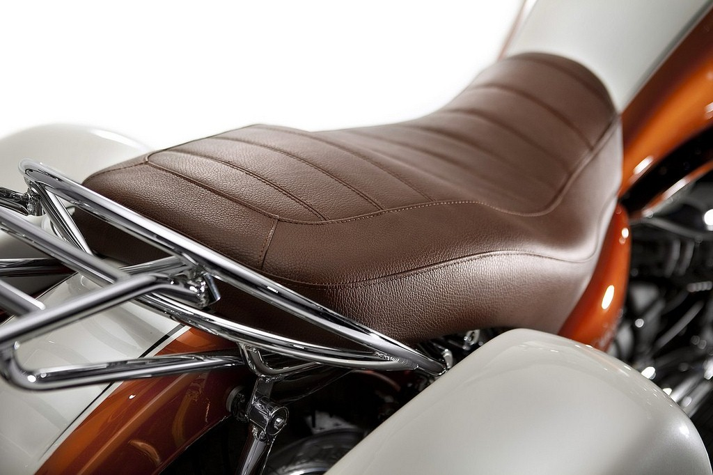 Moto Guzzi California 90th Anniversary Edition 04