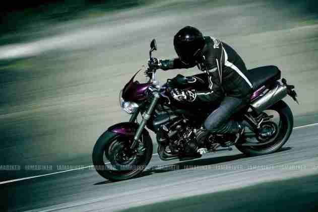 Triumph Speed triple 2012 11 IAMABIKER