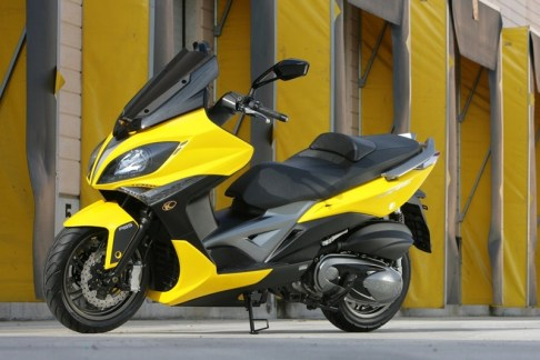 KYMCO Xciting 400i for 2012 08 IAMABIKER