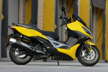 KYMCO Xciting 400i for 2012 10 IAMABIKER