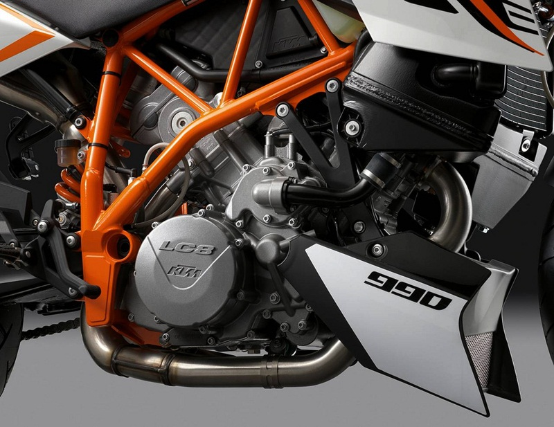 KTM 990 Super Duke R for 2012  03 IAMABIKER