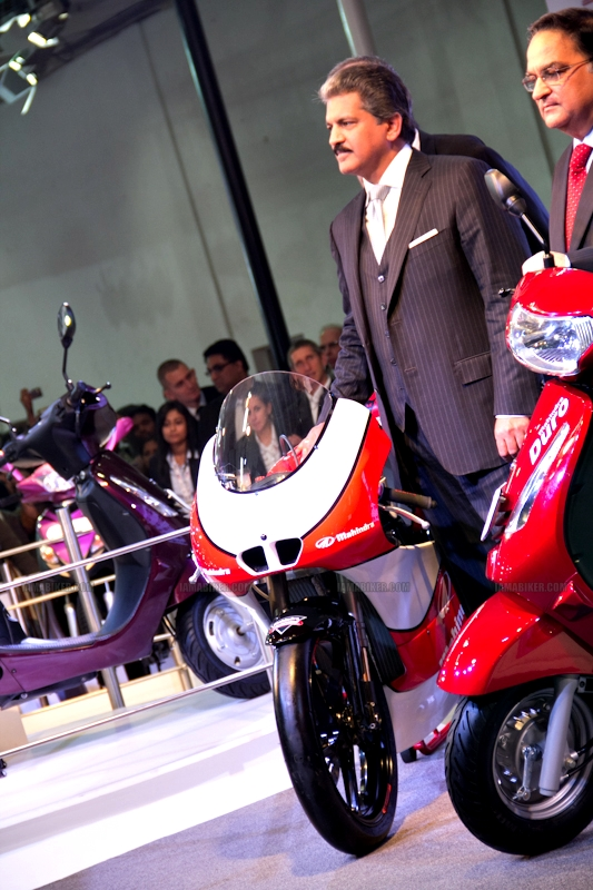 Mahindra 2 wheelers Auto Expo 2012 India 08