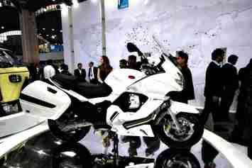 Moto Guzzi - Piaggio Auto Expo 2012 India 01