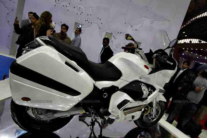 Moto Guzzi - Piaggio Auto Expo 2012 India 03