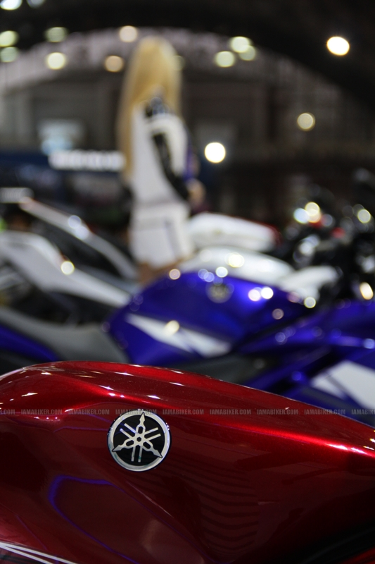 R15 New Colors at AutoExpo2012 (2)