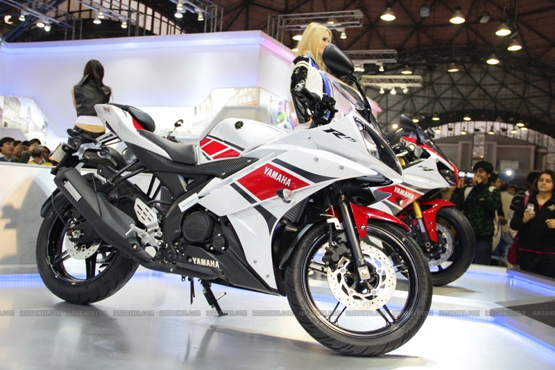 R15 New Colors at AutoExpo2012 (8)